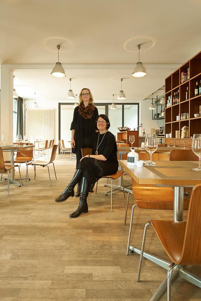 Astrid Verleger und Karin Wittenstein im riz restauration im zumikon