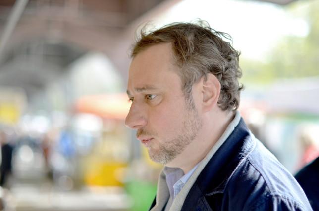 Stevan Paul beim Einkaufen auf dem Hamburger Isemarkt