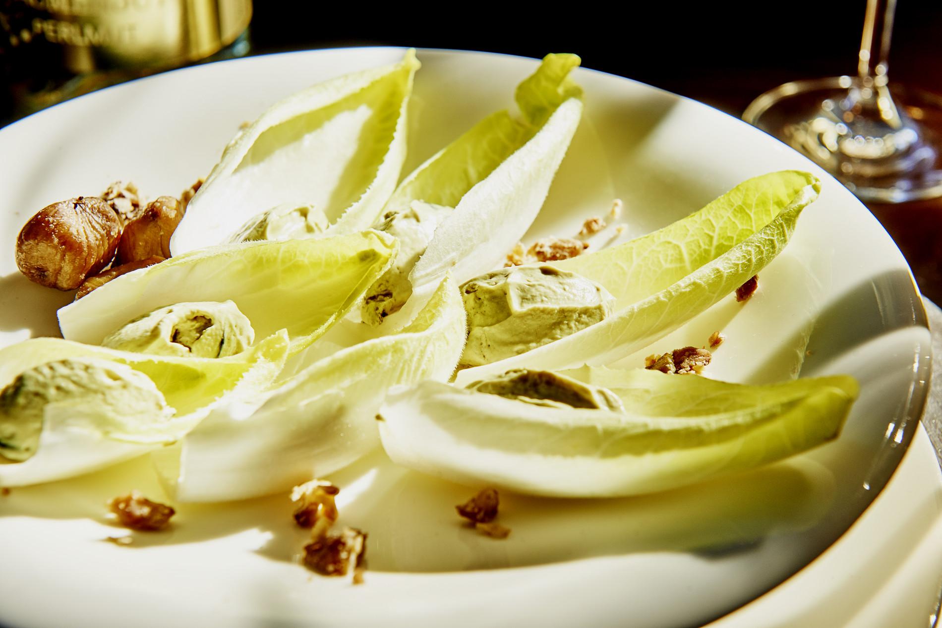 Chicorée gefüllt mit Maroni-Kürbiscreme