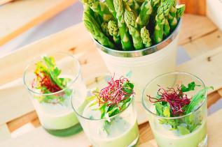 Grüne Spargelsuppe mit Rucola