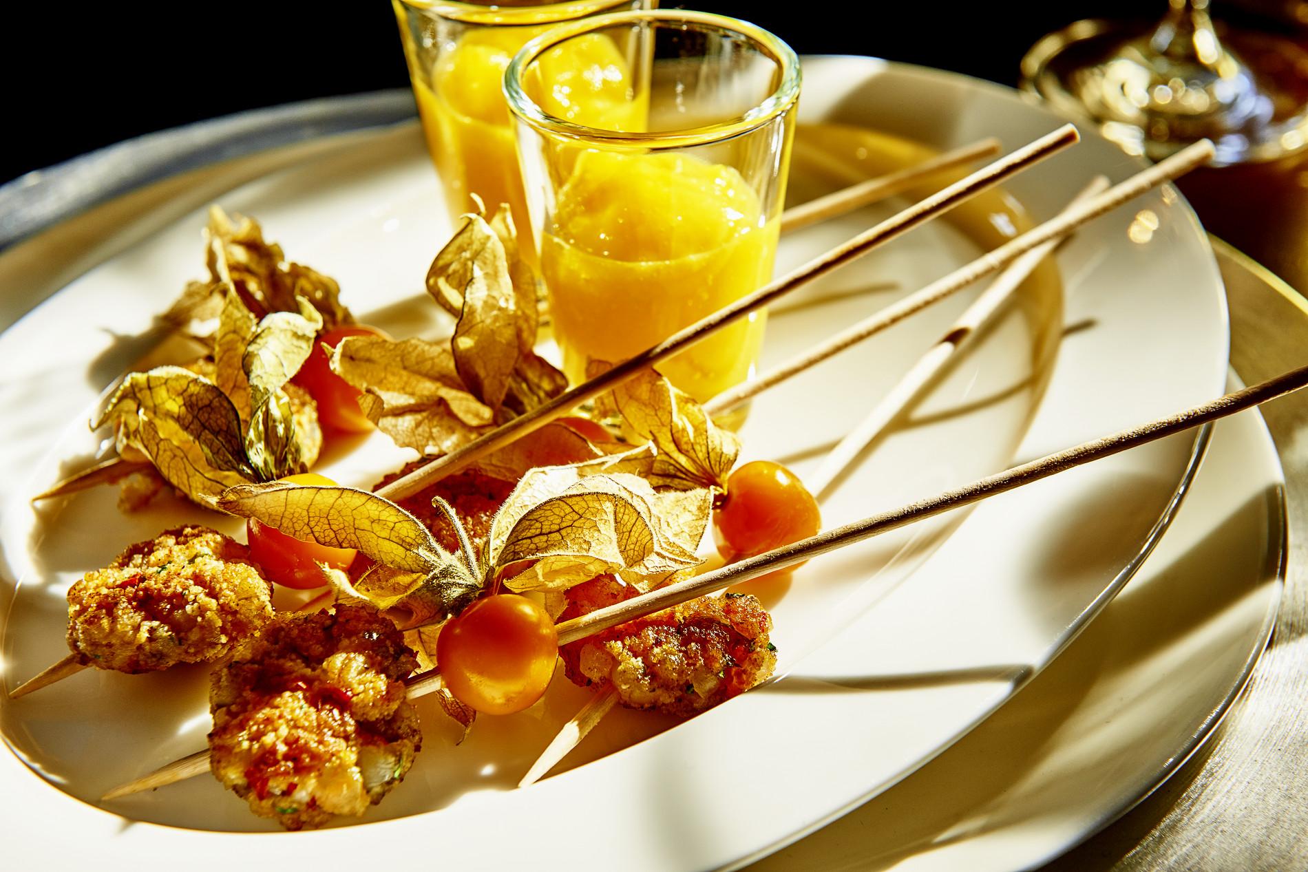 Lollipop von der Garnele mit Mangoshot