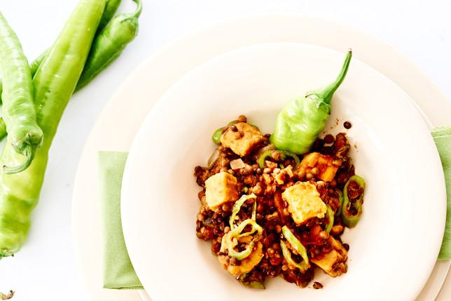 Tofu mit zweierlei Linsen und grünem Gemüse
