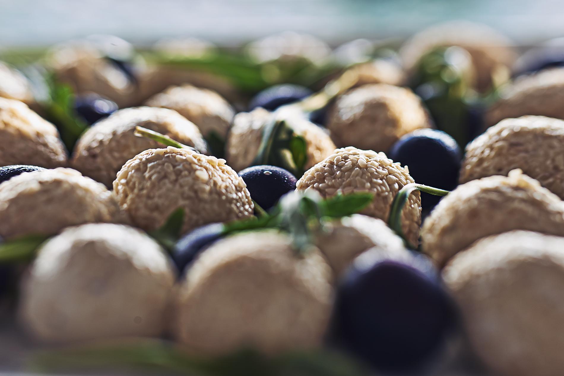 Ziegenkäsebällchen mit Sesam