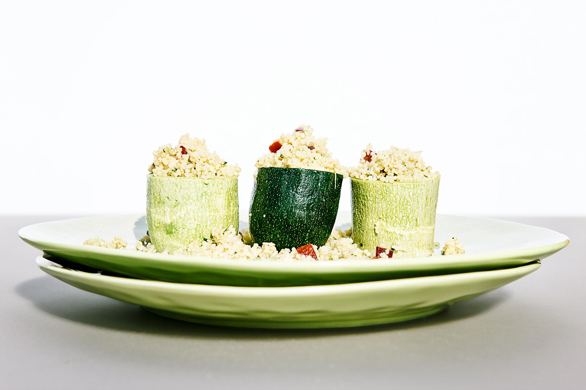 zweierlei zucchini gef llt mit gem se couscous cookionista. Black Bedroom Furniture Sets. Home Design Ideas