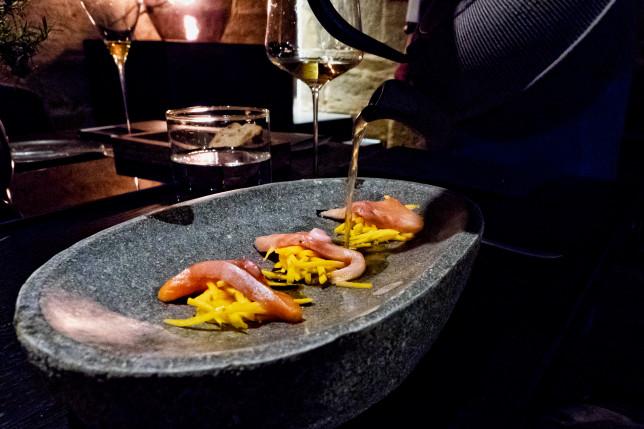 Saibling, Dashi, milchsaures Kürbiskraut im Restaurant Sosein