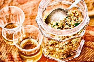 Bulgur-Salat mit Zucchini im Glas