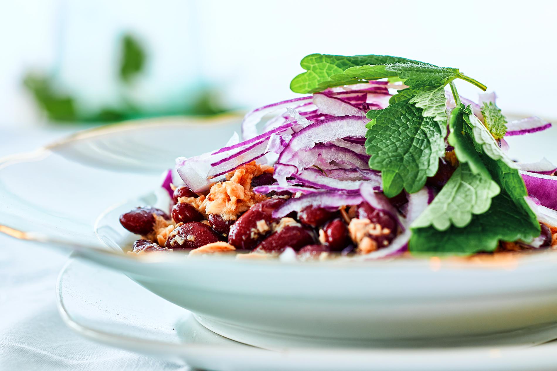 Thunfischsalat mit roten Zwiebeln und Kidneybohnen