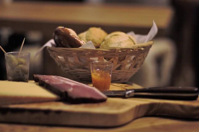 Kulinarische Begrüßung: Stilecht mit zünftigem Brotzeitbrettl.
