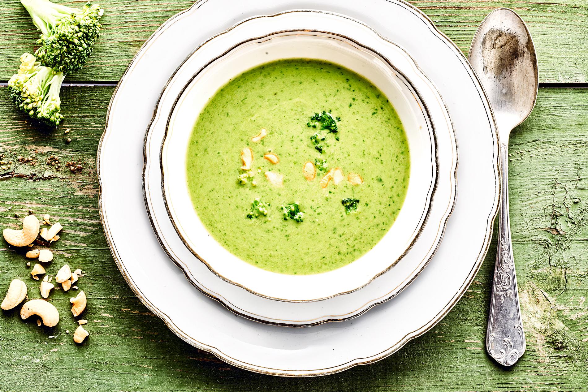 Cremig püriert: Brokkoli-Cashew-Suppe