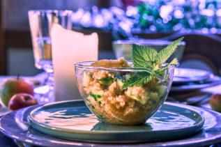 Quinoa-Salat mit Mandarine, Gurke und Brennnessel