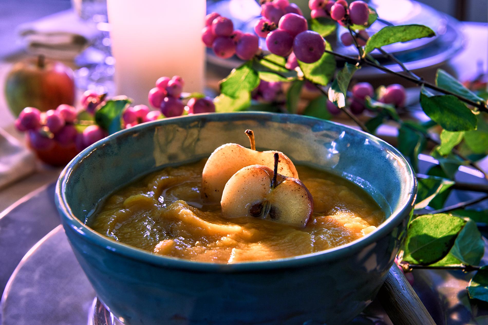Süßkartoffelsuppe mit karamellisiertem Apfel