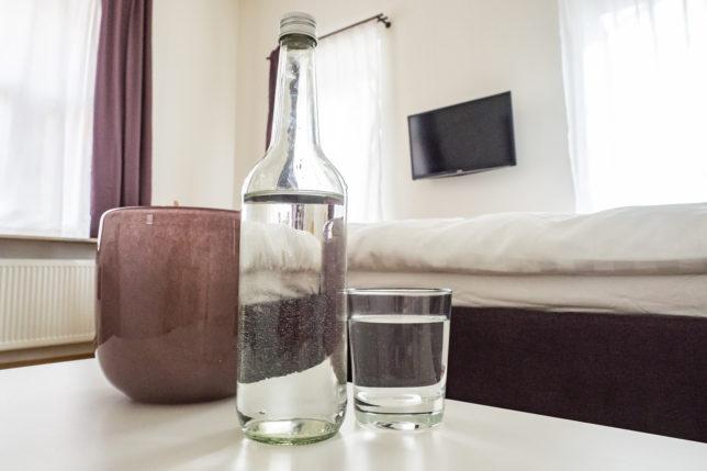 Cookionista Apartment Deko und Wasserflasche