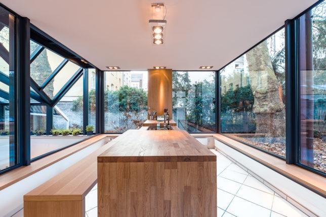 Cookionista Bucherstraße - Innenbereich mit Fensterfront