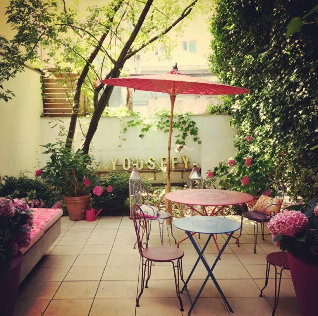 Die Terrasse des The Store Cafe am Muenchner Promenadeplatz
